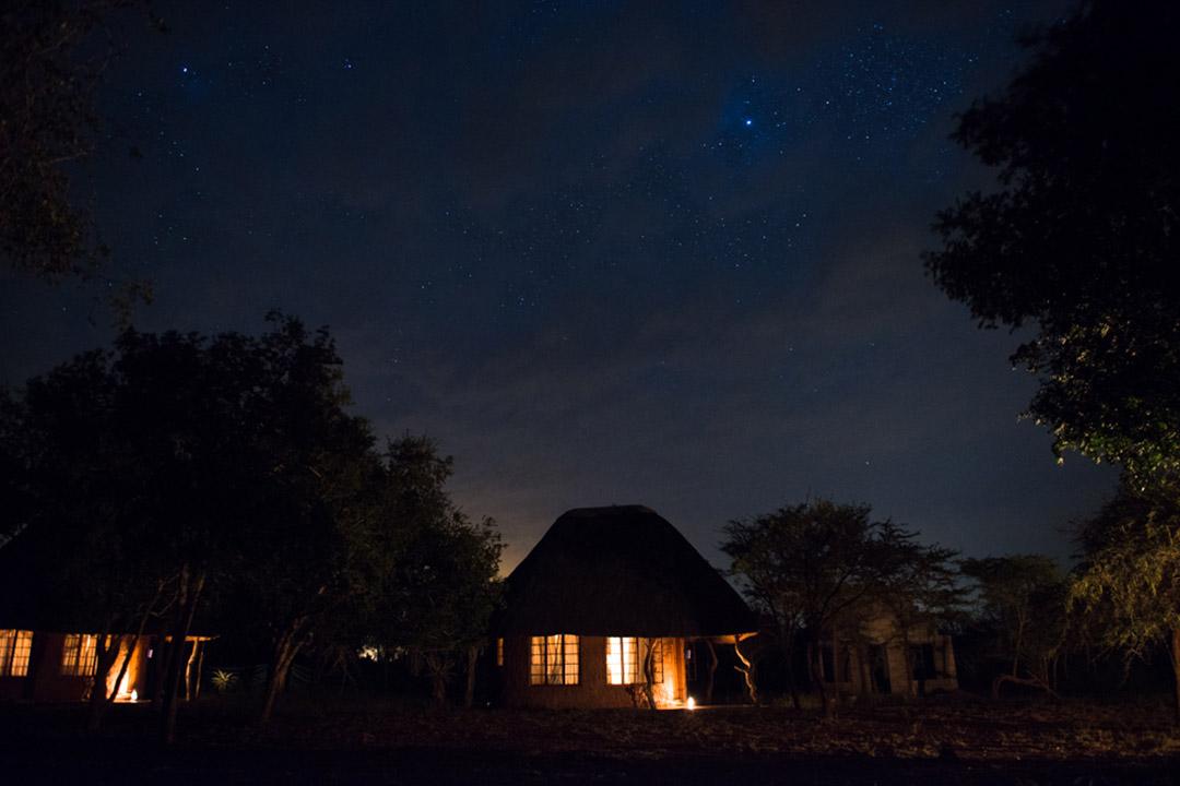 A hut in Hlane under bright starlight