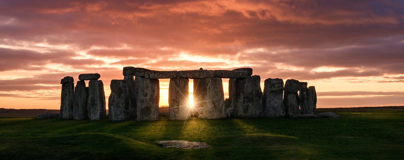 Stonehenge at sunset banner image