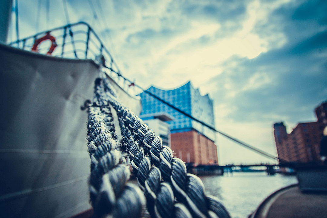 A close up of the rope anchoring in Hamburg harbour